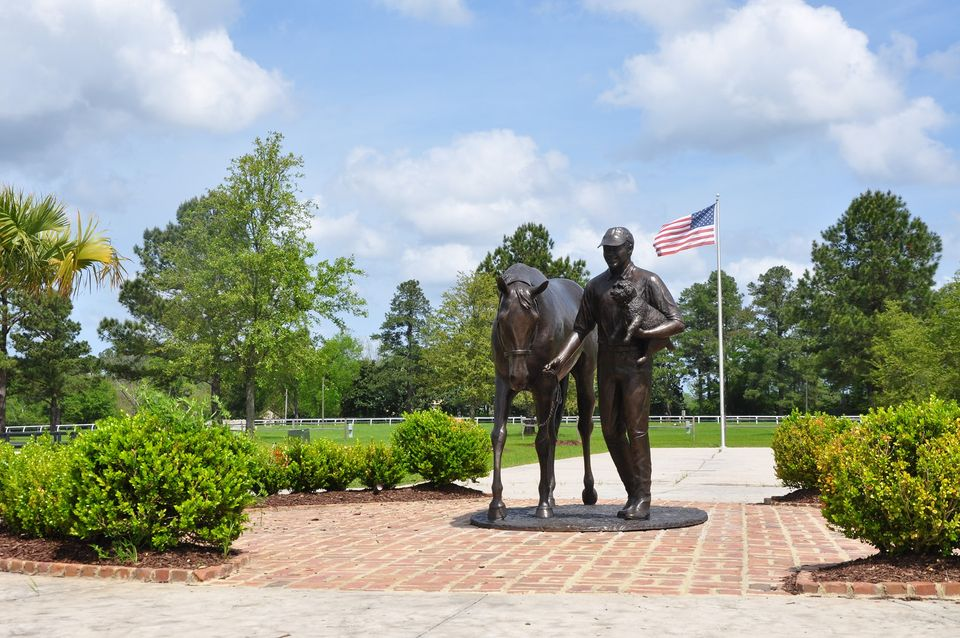 Bruce Duchossois statue
